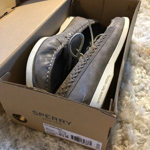 Sperry 9 1/2 grey boat shoes